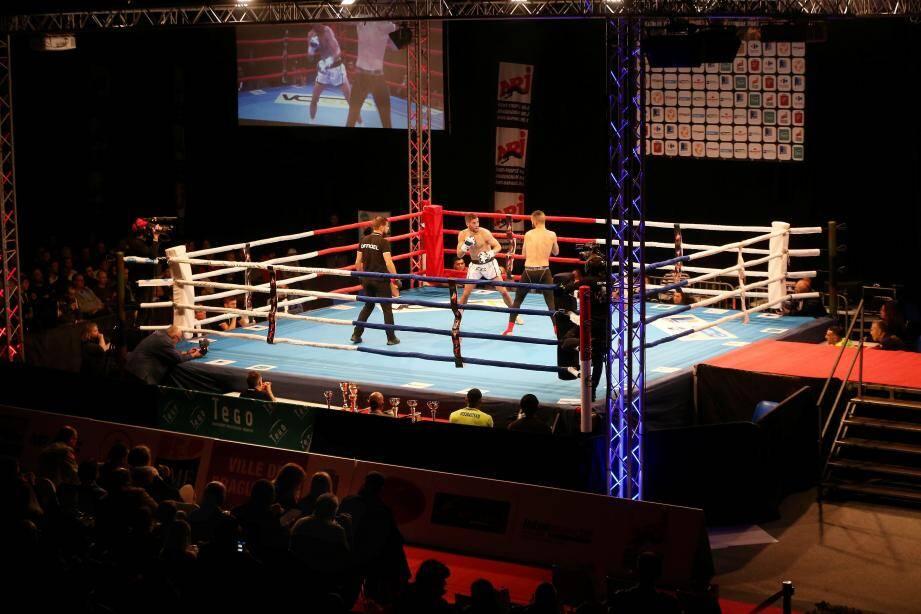 L'ambiance était survoltée samedi dernier à la maison de la jeunesse et des sports où se déroulait la sixième édition de l'Extreme fight for heroes.