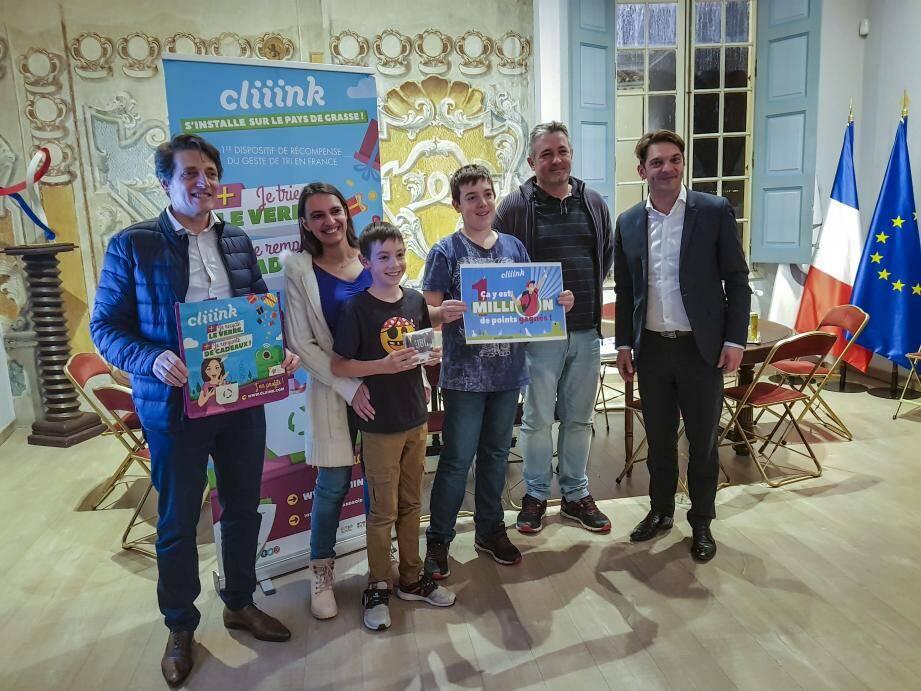 Les « chanceux » trieurs de verre ont été récompensés lors d'une réception à la mairie de Grasse.
