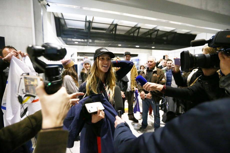 Pour son retour à l'aéroport de Nice, Julia Pereira, récente médaillée, avait reçu un accueil de championne.