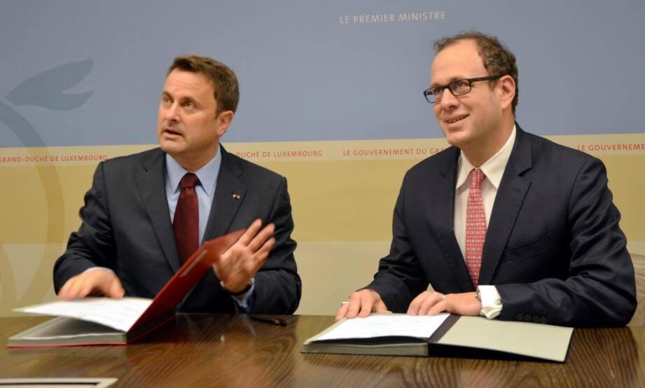Frédéric Genta (à droite) lors de sa visite d'un Data Center de référence au Luxembourg, ce jeudi.