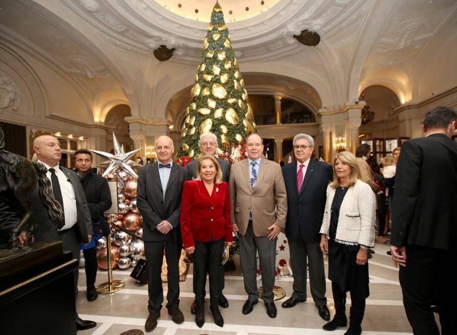 Le prince est venu soutenir la vente d'Action Innocence organisée par Louisette Levy-Soussan Azzoaglio.