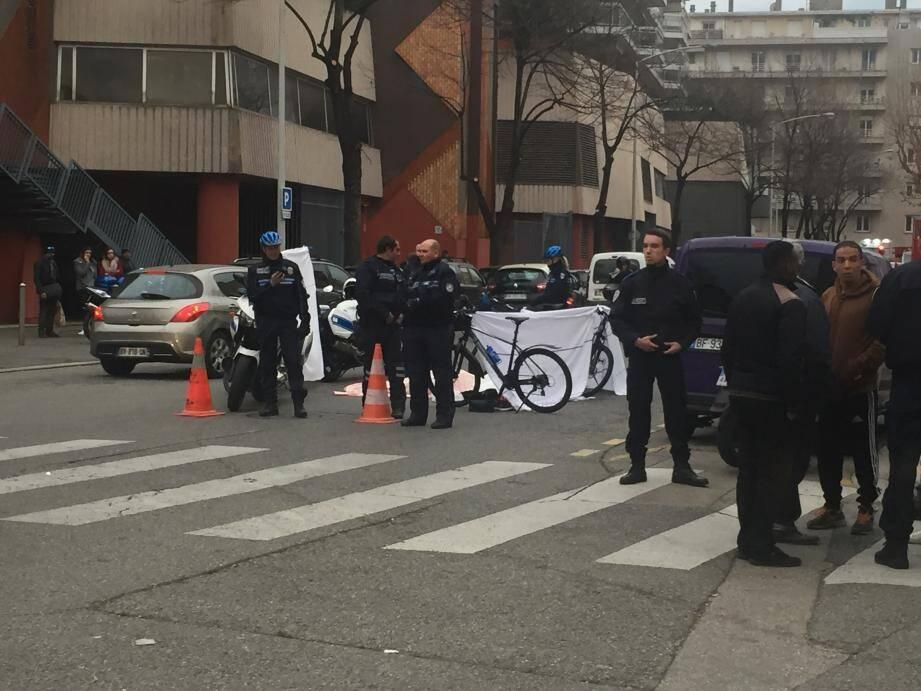 L'accident s'est déroulé à proximité du centre commercial Nice TNL.
