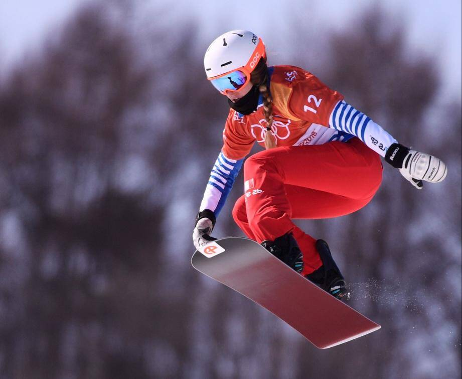 France's Julia Pereira De Sousa Mabileau competes during the women's snowboard cross qualification event at the Phoenix Park during the Pyeongchang 2018 Winter Olympic Games on February 16, 2018 in Pyeongchang.  / AFP PHOTO / Martin BUREAU SNOWBOARD-OLY-2018-PYEONGCHANG