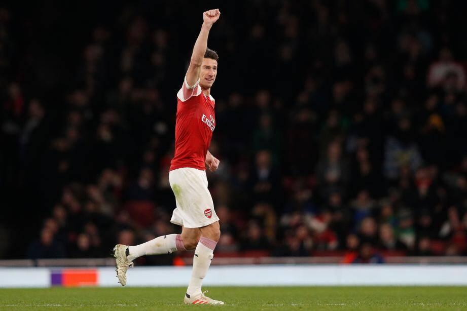 Laurent Koscielny porte déjà un maillot rouge et blanc, celui d'Arsenal.