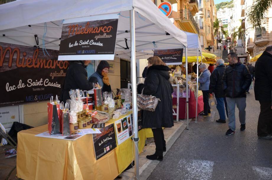 Des produits du terroir ou artisanaux du monde et de France, certains sont présentés par les producteurs/artisans eux-mêmes.