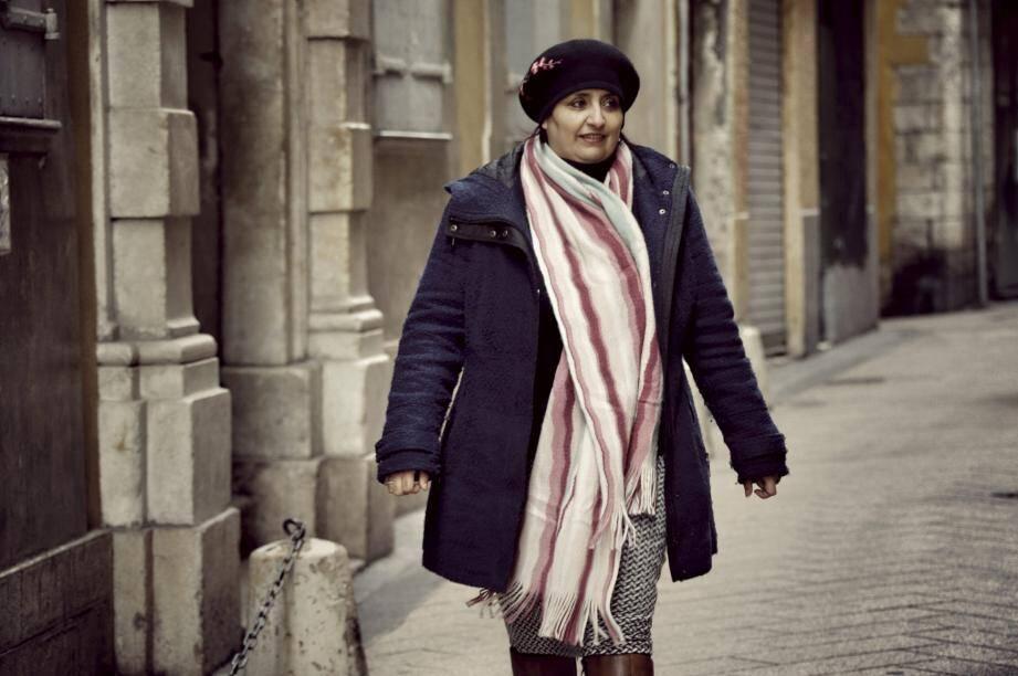 """Souad El Batlaoui suggère de """"proposer, dans les quartiers des lieux d'écoute, de rencontres entre générations, personnes de différentes cultures. Des espaces où on cultive l'ouverture."""""""