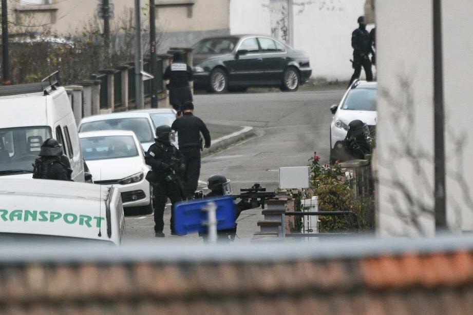 L'opération de police dans le quartier de Neudorf ce jeudi après-midi.