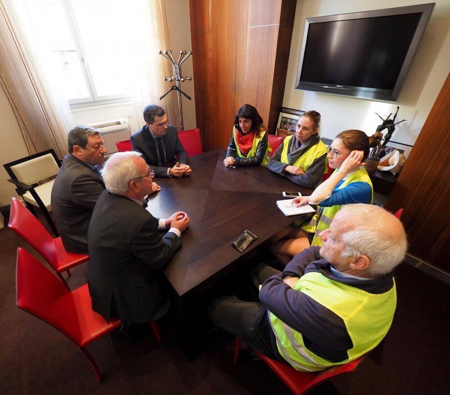 Les gilets jaunes ont obtenu une salle de réunion, ce mardi à 18 heures.