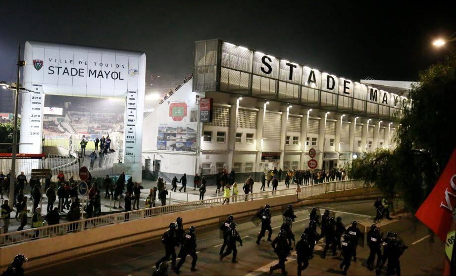 Les policiers ont chargé samedi soir les personnes qui perturbaient la circulation et ne voulaient pas dégager les abords du stade Mayol.