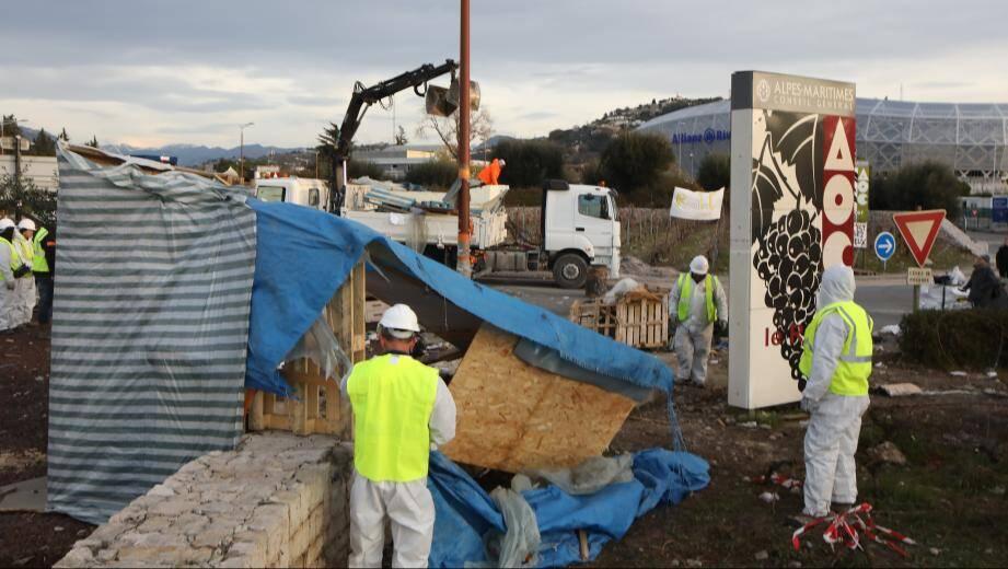 """Le campement des """"gilets jaunes"""" de Saint-Isidore à Nice a été évacué ce mardi matin par la police."""