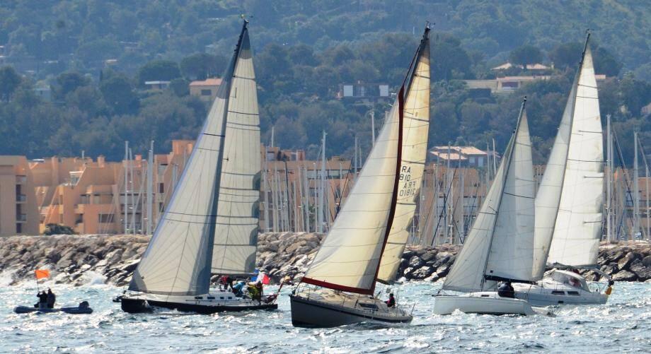 Samedi, les voiliers feront le spectacle sur l'eau à l'occasion du challenge de la baie. Les bateaux arriveront dans le port.
