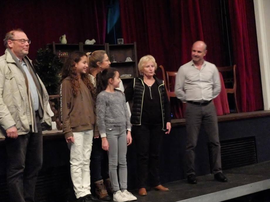 L'équipe des «tréteaux» de Saint-Tropez a présenté deux jeunes actrices tropéziennes.