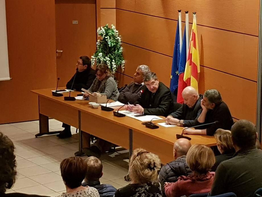 Salle Jean-Moulin, mardi. Élus et associations ollioulaises ont tenu une réunion pour mitonner une bonne fête de la soupe.