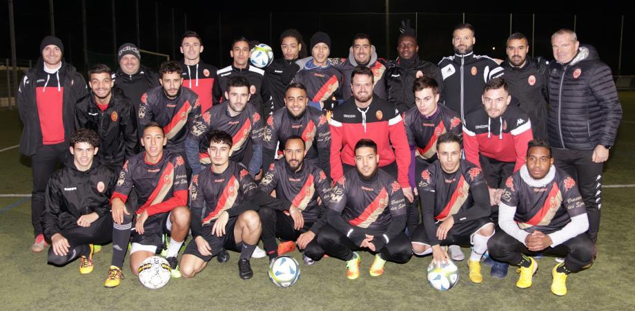 L'assiduité et la bonne humeur sont de mise chez les seniors. Hamza Belhadj, le capitaine de l'équipe fanion, valorise « le bon état d'esprit des joueurs et la mise à profit des individualités en faveur du groupe ».