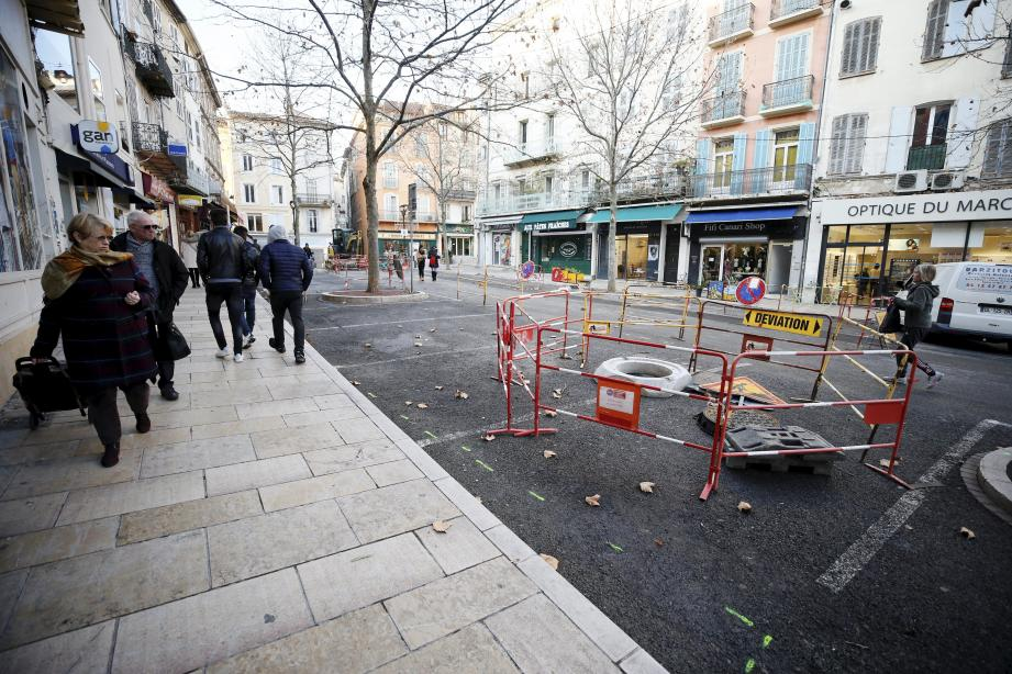 La place du Marché, dont les travaux de réhabilitation viennent de débuter, fait partie d'un dispositif de redynamisation du centre-ville dont chaque élément doit être complémentaire. Dixit Richard Strambio.
