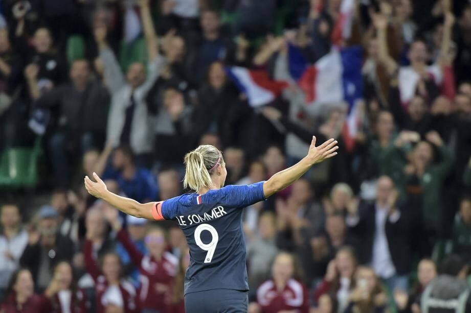 Eugenie Le Sommer et les Bleues championnes du monde après les Bleus ? La France en rêve.