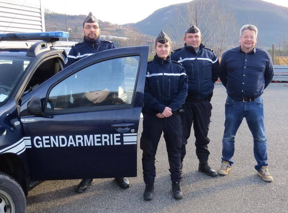 Les gendarmes de la communauté de brigade Annot-Entrevaux multiplient les prises de contact avec les élus locaux et les commerçants.