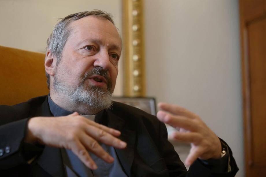 Monseigneur Pascal Gollnisch, directeur général de l'Œuvre d'Orient, ici dans le bureau de Monseigneur Bernard Barsi, archevêque de Monaco.