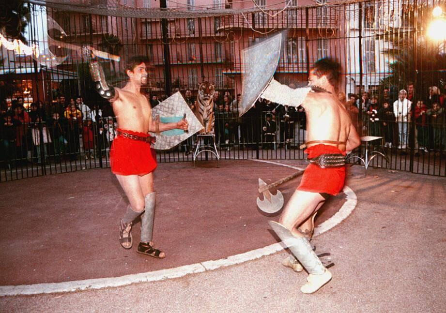 Combat de gladiateurs dans la cage aux tigres.