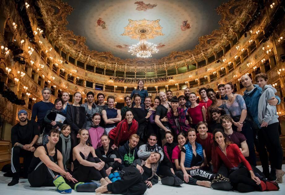 La troupe sur la mythique scène de la Fenice, à Venise.