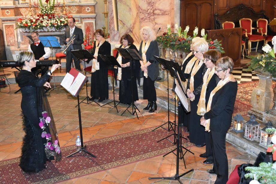 Barbara Moriani dirige la chorale St-Michel.