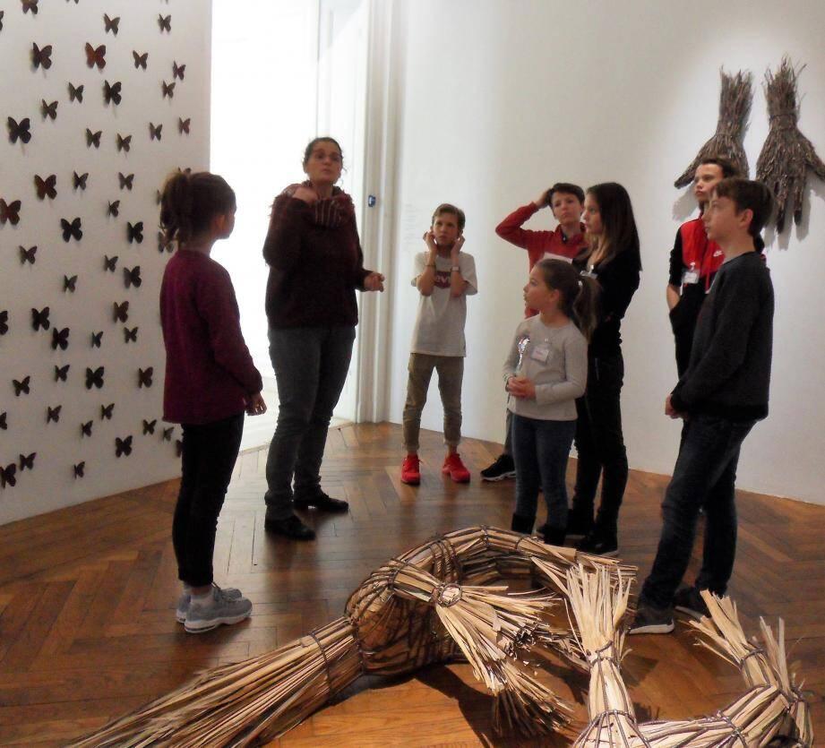 Guider, questionner, expliquer, créer, éveiller à l'art. C'est le but des visites ateliers jeunesse, animées par les médiateurs culturels de l'Hôtel départemental des arts.