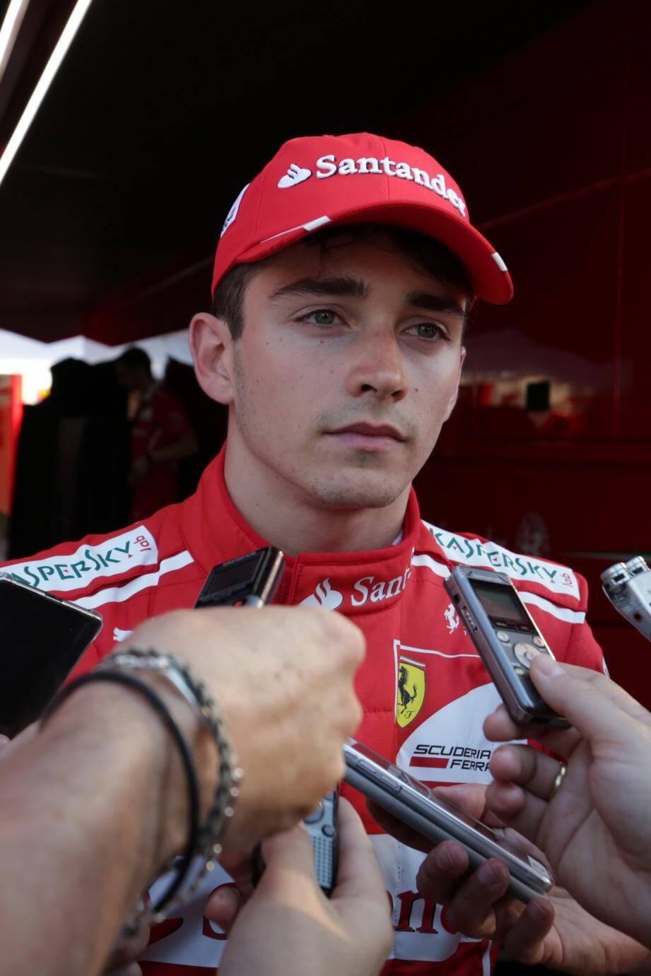 Charles Leclerc à domicile dans une Ferrari !
