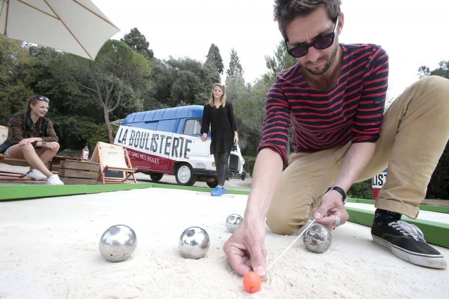 La Boulisterie, un concept qui vient d'une « idée un peu farfelue : jouer à la pétanque partout, tout le temps et par tous les temps ».