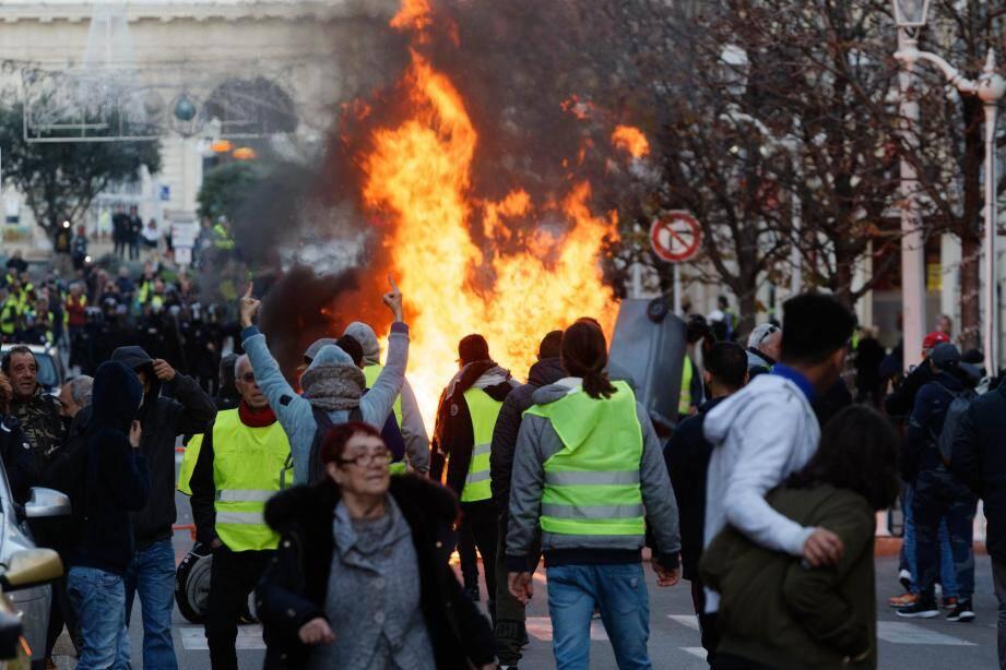 Des heurts ont opposé les forces de l'ordre aux manifestants à Toulon, samedi.