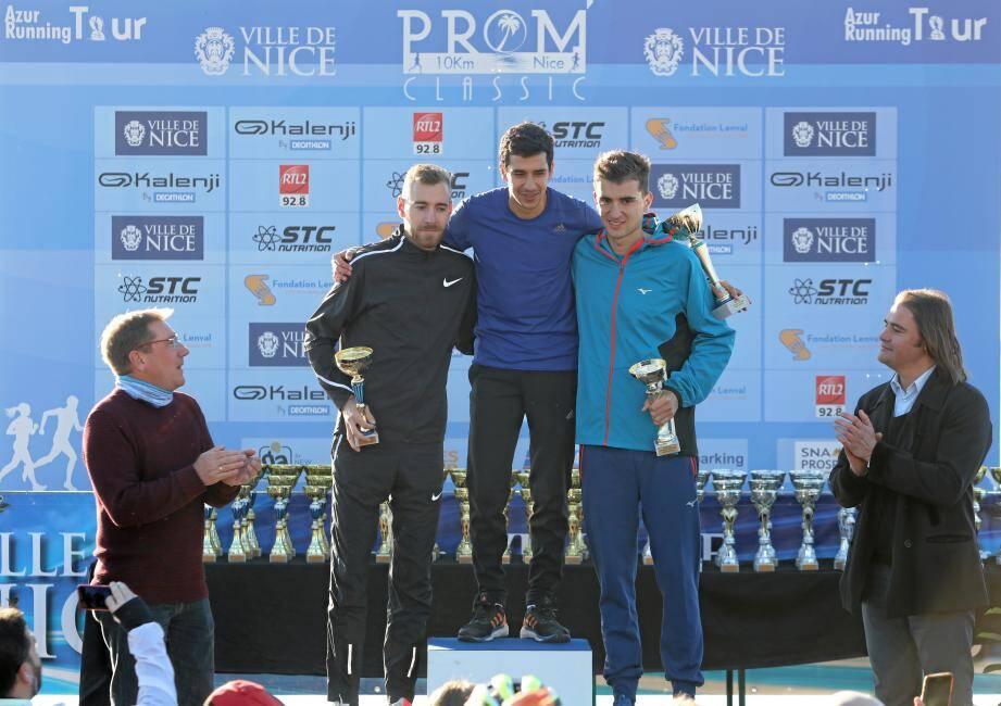 Raphaël Montoya (à droite sur la boîte) n'a que peu goûté le scénario de la course, battu d'un rien par François Barrer (photo du haut).