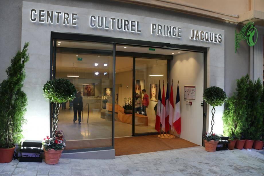 Le Centre culturel Prince Jacques a été conçu pour accueillir toutes les générations et tous les publics.