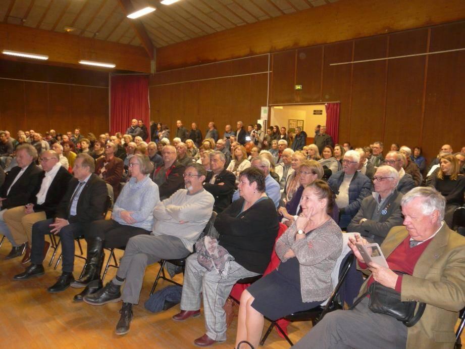 L'assistance a écouté avec attention le discours pour mieux connaître les ambitions municipales.