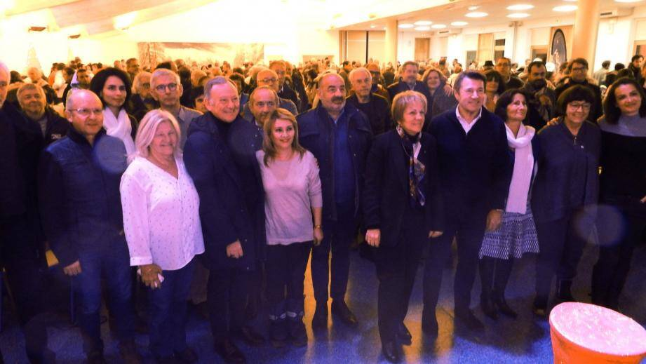 La maire, Colette Fabron, entourée d'élus de la Métropole, du Département et des habitants.