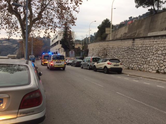 À 16 h 30, le jeune homme blessé a été transporté à l'hôpital Pasteur.