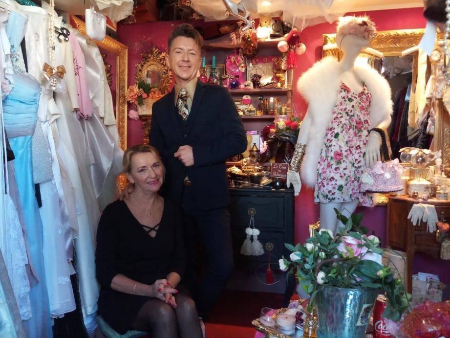 Dans l'Atelier, Christian Di Anese et sa mère, Lidia Faber, vice-présidente et représentante de l'association à Cannes.