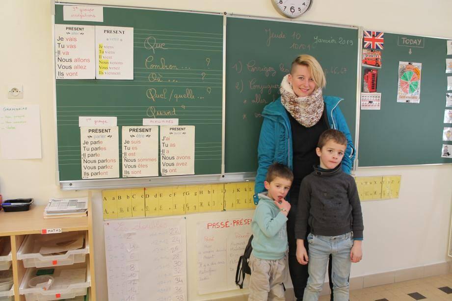 Manon Zarka avec ses deux fils, Nolan et Mathéo.