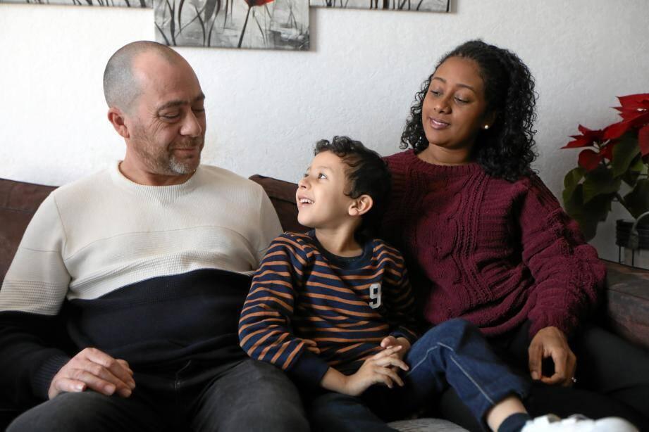 « Pour Nathan, notre petit rayon de soleil, une place dans un institut médico-social serait la meilleure solution, expliquent Alain et Dorisca, ses parents. Et cette place nous l'attendons. »