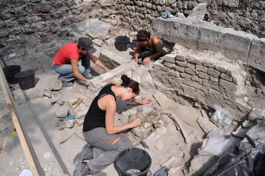 Les fouilles sur la colline du Château, à Nice, passionnent archéologues et Niçois.(DR)