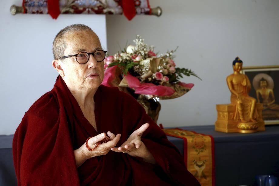 La vénérable Robina Courtin est venue exposer la connaissance très poussée et complexe de la psychée humaine qu'a le bouddhisme. Avec des mots simples, des exemples accessibles et drôles.