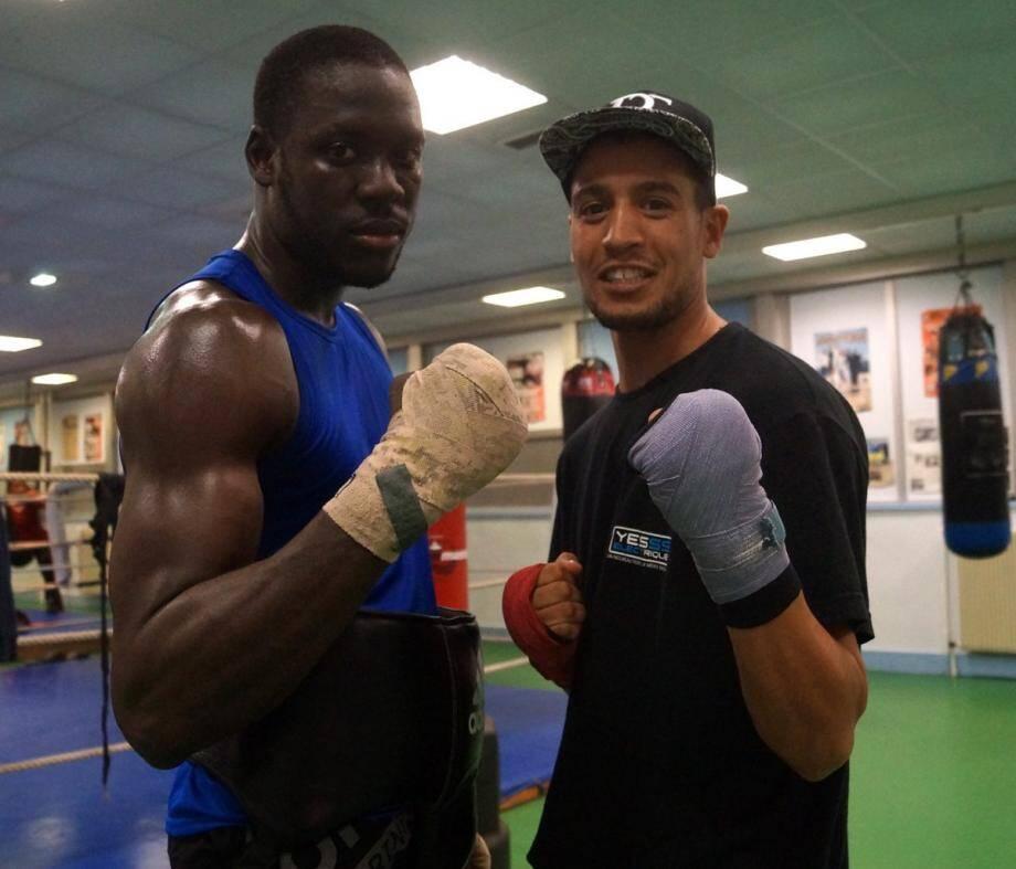 Gus Tamba (à g.), ici avec son camarade d'entraînement Mansour, défiera Ismailov.