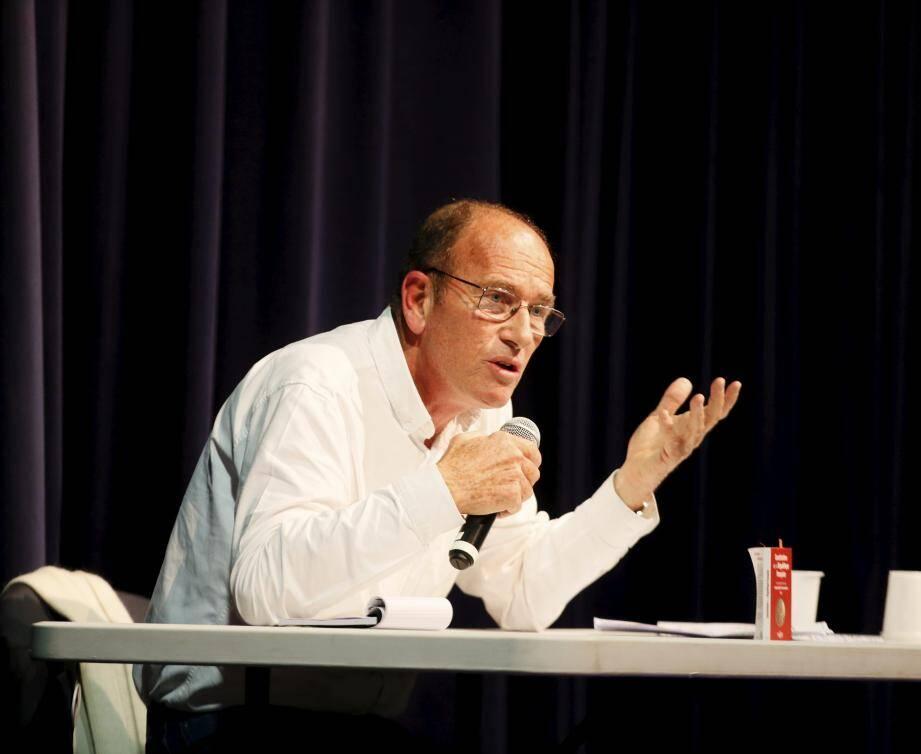 Etienne Chouard, professeur d'économie, droit et gestion, grand défenseur du référendum d'initiative citoyenne viendra échanger avec les citoyens.
