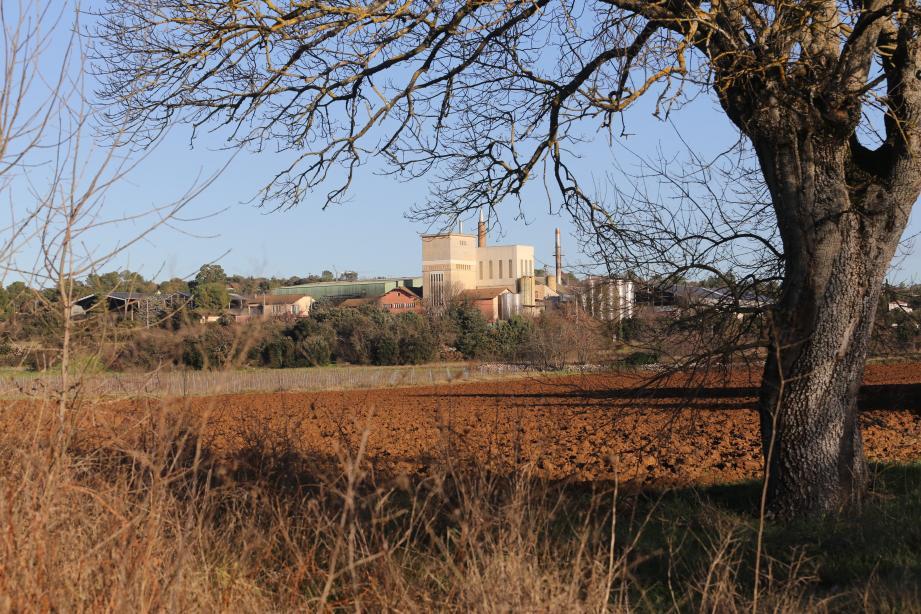 L'ancienne distillerie de Saint-Maximin, dont l'activité de distillation a cessé en 2013, pourrait accueillir un nouveau projet industriel.