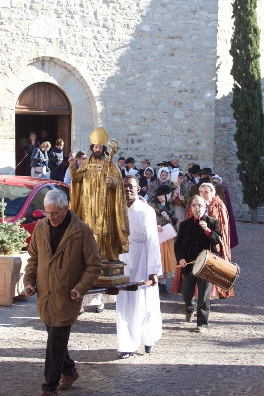La cérémonie a été accompagnée par le groupe folklorique l'Escolo de La Cadière.