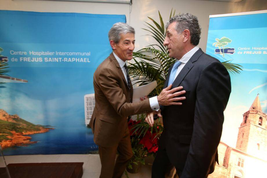 Premiers vœux en tant que directeur de l'hôpital pour Frédéric Limouzy (à gauche), ici avec le docteur Jean-Marc Maurin, président de la commission médicale d'établissement.