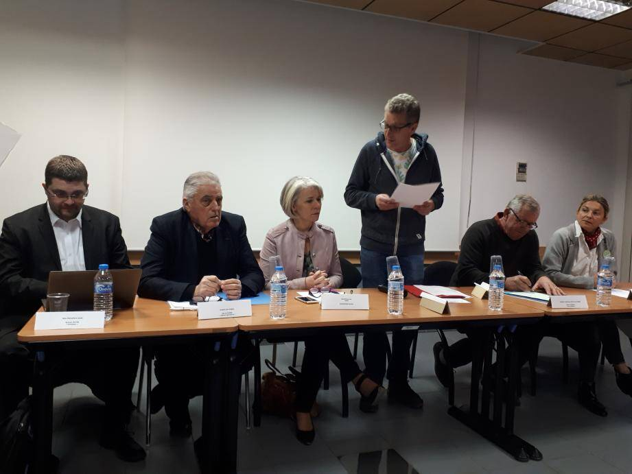 Le syndicat agricole et horticole d'Hyères présidé par Philippe Vaché (debout sur la photo) compte environ 200 adhérents.