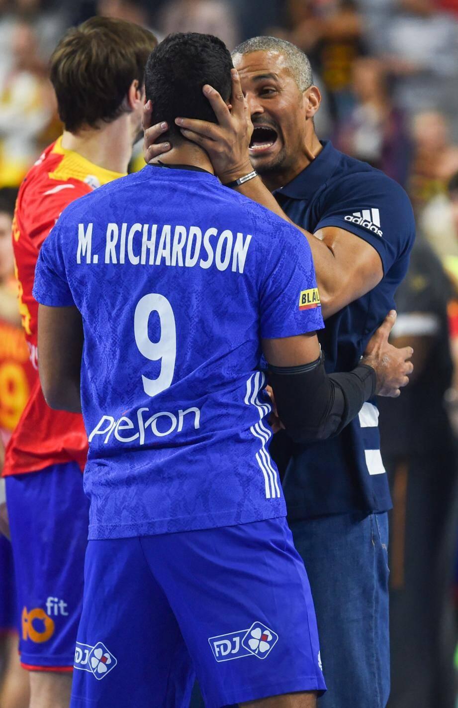 Coach Dinart est fier de ses hommes. Pas vrai, Melvyn Richardson ?
