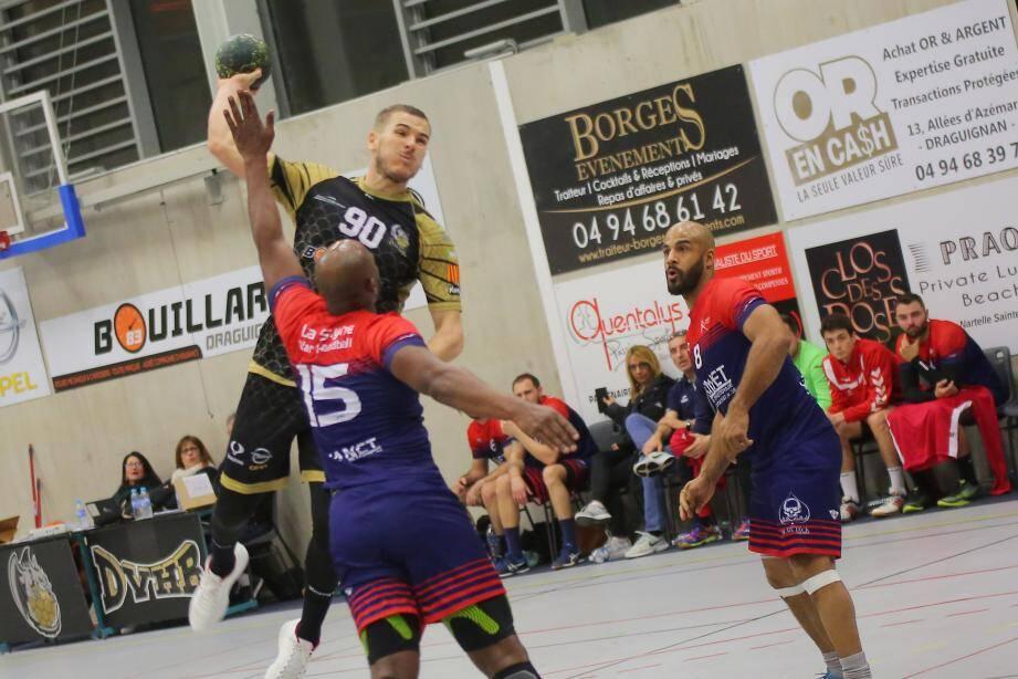 Les handballeurs dracénois ont livré un final de toute beauté pour offrir à leurs nombreux supporters une nouvelle victoire de prestige.