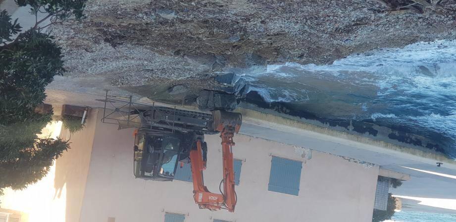 De gros rochers ont été disposés pour protéger la canalisation.(Photos P. P.