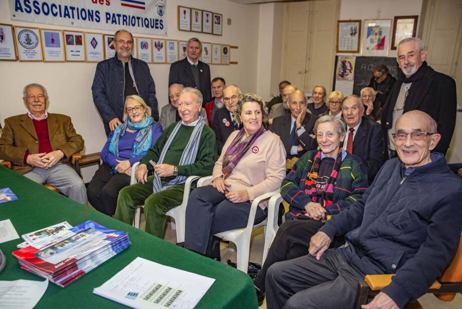 Francis Roux, premier adjoint au maire, est venu féliciter l'UNC hyéroise pour son engagement.