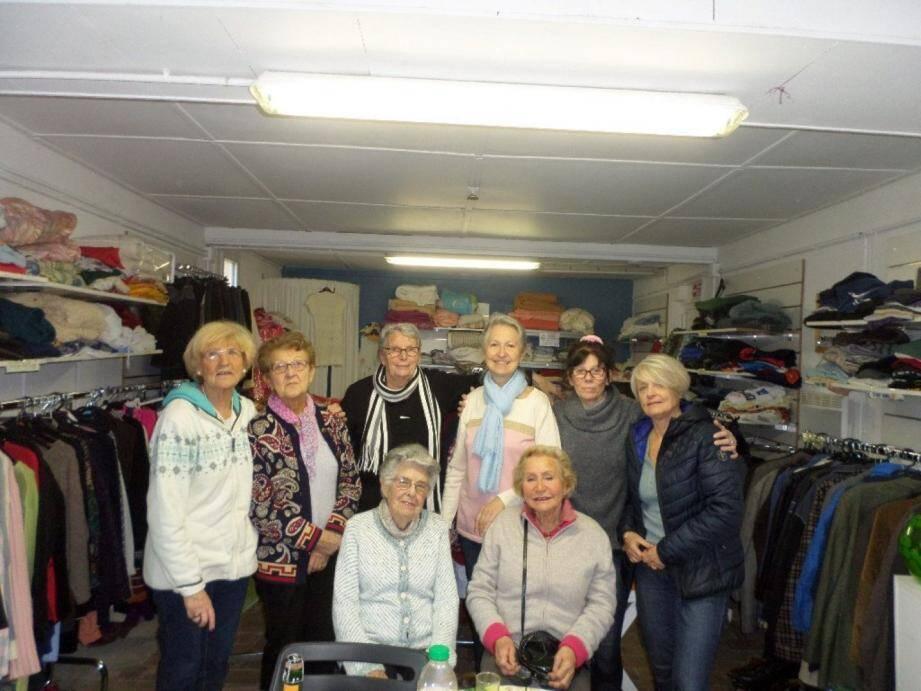 La boutique solidaire du secours catholique de la Londe les Maures accepte les vêtements, accessoires, lingeries, vaisselles, chaussures, jouets...